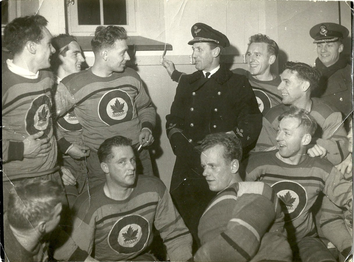 Photo: RCAF Flyers With Swedish Chief of Air Force General Nordeushold