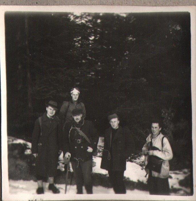 PHOTO: Mjr. Julian Krzewicki with Downed Airmen Winter 1944
