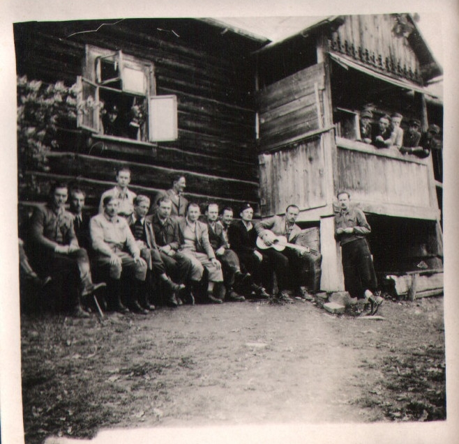 AK Partisans Meet at School in Szyk