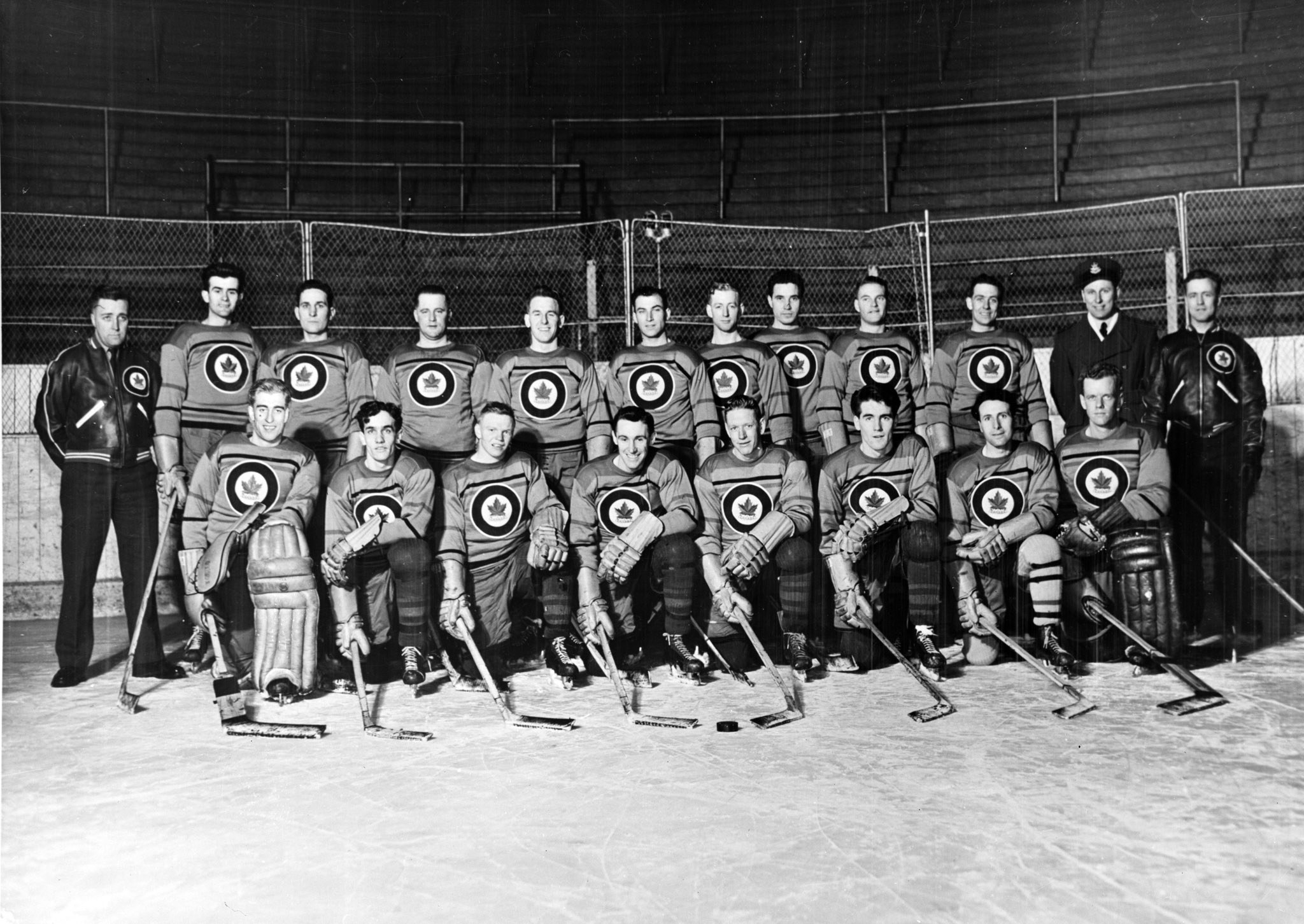 Photo: Official Oct 29 1947 TEAM PHOTO of R.C.A.F. Flyer Hockey Team Inverted