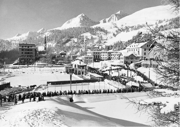 Photo: Saint–Moritz 1948: General view of the town and of the spectators