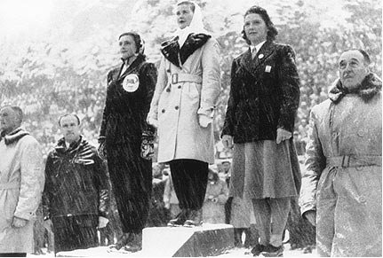 Photo:1948, Olympic Stadium: medal ceremony for women's figure skating event