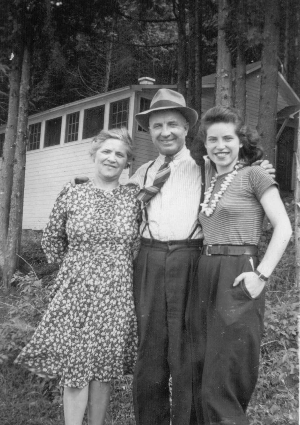 PHOTO of  Laura and Alfred Brooks and daughter Doris