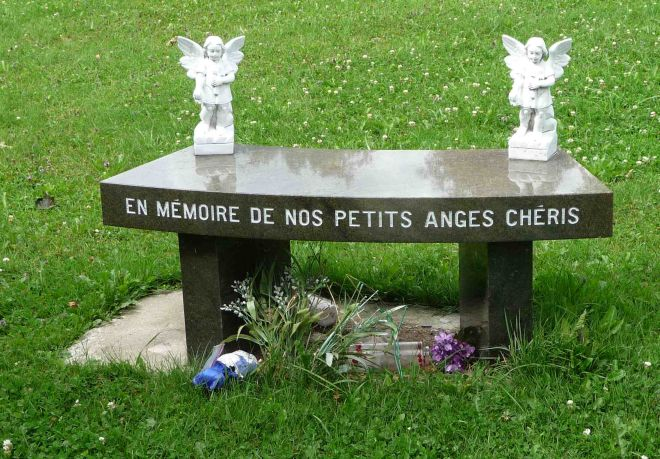 Notre-Dame-des-Neiges Children Momument in Area PF