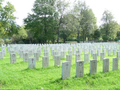 Photo: Notre-Dame-des-Neiges Cemetery Section for VETERANS